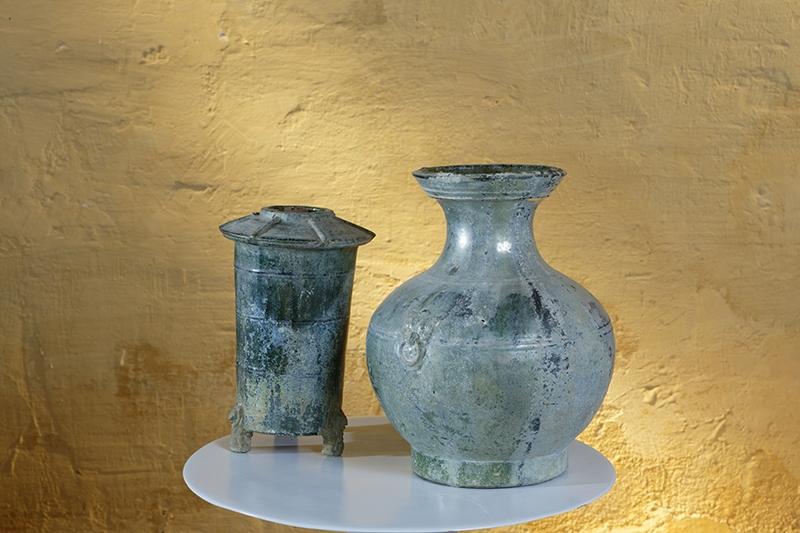 Deux très anciennes pièces: grenier et vase verts provenant de Chine