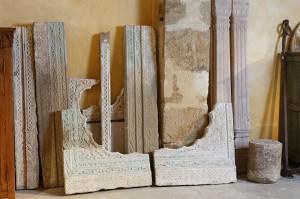 Ensemble de pierres sculptées composant un imposant portail provenant d'un palais indien