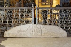 bas-relief avec le dieu Ganesh entouré de 2 paons