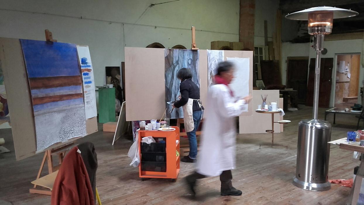 stage de peinture grand format: les participants en pleine action! on peint début et en musique