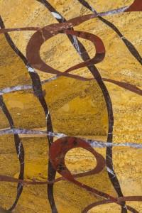 """détail table """"écorce"""" au motif inspiré de l'écorce de l'arbre. Travertin, ajouba, jaspe et améthyste"""