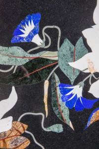 "détail du motif ""Lys"": marbre noir,lapis-lazuli, vert baroda"