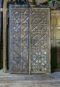 Portes d'entrée d'un Palais du Rajasthan, XVIIIe siècle. En bois lourd et épais. Richement ornementées.