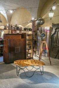 """Table basse """"écorce"""" création de Samarkande en marqueterie de pierres dures avec travertin, jaspe et améthyste"""
