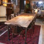 Table contemporaine réalisée à partir d'un très vieux plateau de hêtre posé sur un piétement neuf en fer forgé massif à section carrée. Le charme d'un très vieux plateau de hêtre associé au fer
