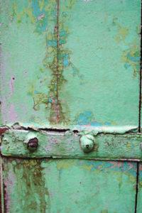 """détail de la """"croute"""" constituée de dépôts de peinture"""