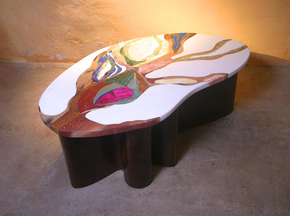 """table basse """"Minérale"""" création Samarkande 2019. Piétement original en tôle de fer. Couleurs acidulées pour ce plateau Inspirée du monde minéral"""