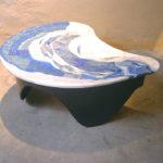 """La """"Vague"""" une harmonie de bleu lapis-lazuli et travertin pour évoquer le sable et la mer"""